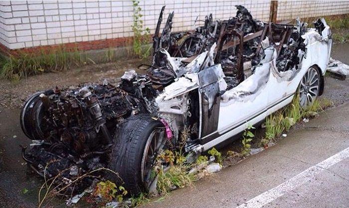 Что осталось от сгоревшего Range Rover'a (2 фото)