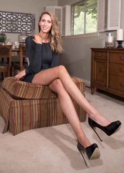 В США нашли девушку с самыми длинными ногами (33 фото)