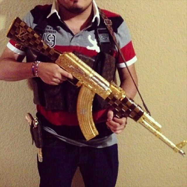 Роскошная жизнь мексиканских мафиози на фото в Instagram (24 фото)