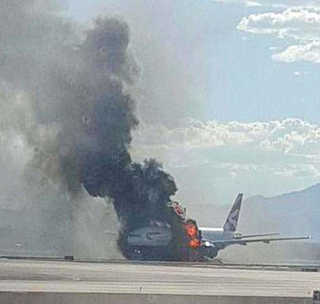 Британский пилот стал героем после того, как спас от гибели 170 человек (6 фото)