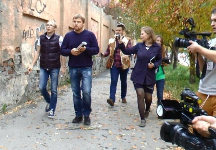 Автохаму Малафееву и избитой им беременной женщине устроили очную встречу (2 фото + видео)