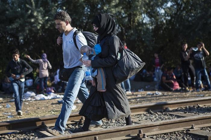 Репортаж с венгерского лагеря для беженцев (25 фото)