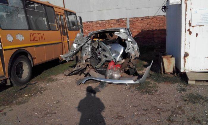 Взрыв углекислотного огнетушителя в багажнике автомобиля (5 фото)