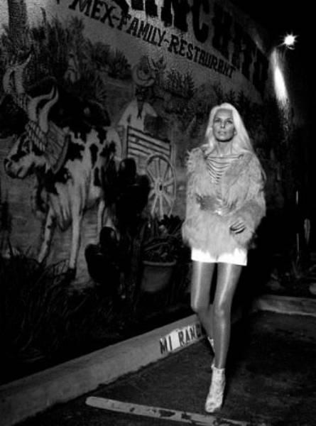 Ясмина Росси – 59-летняя модель, фигуре которой позавидует немало девушек (20 фото)