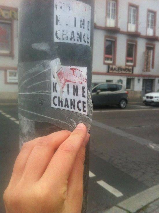 Опасные наклейки в Германии (3 фото)