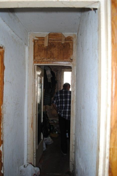 Типичная квартира одинокого алкоголика (16 фото)