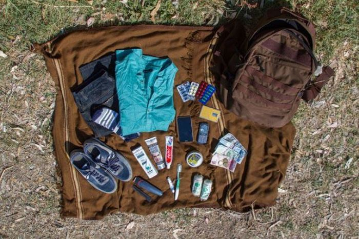 Какие вещи берут в свой путь беженцы (14 фото)