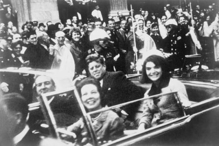 Знаменитости, погибшие от пуль (45 фото)