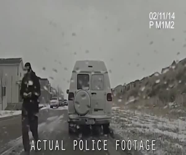 Водитель попытался избавиться от наркотиков