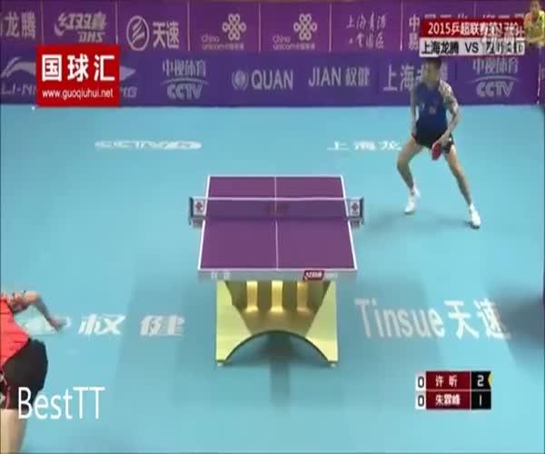 Невероятный поединок мастеров пинг-понга