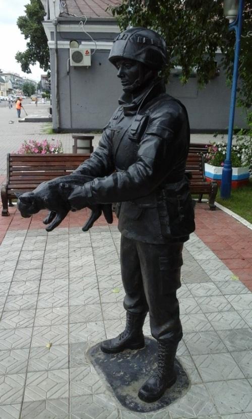 В Белогорске установили памятник «Вежливым людям» (3 фото)