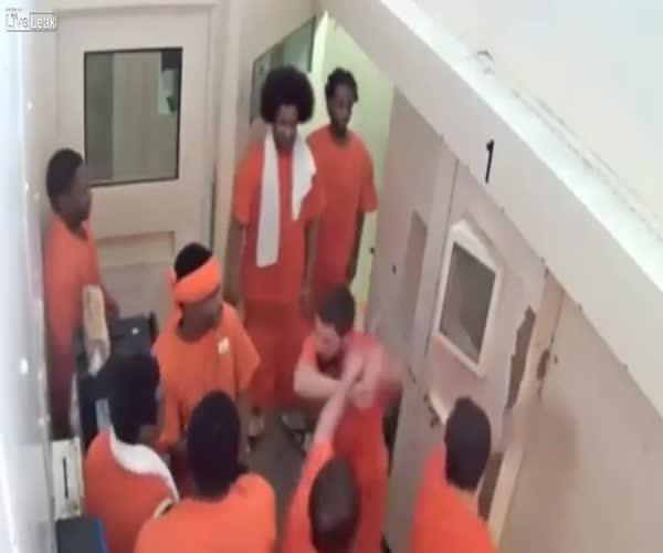 Канадские заключенные наказали исламиста