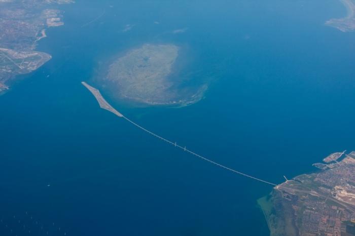 Эресуннский мост-тоннель – мост, который уходит под воду (6 фото)
