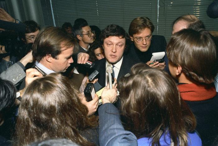 Российские знаменитости в 90-е (25 фото)