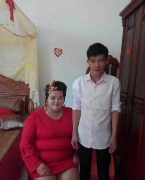 Свадебные подарки китайскому юноше (4 фото)