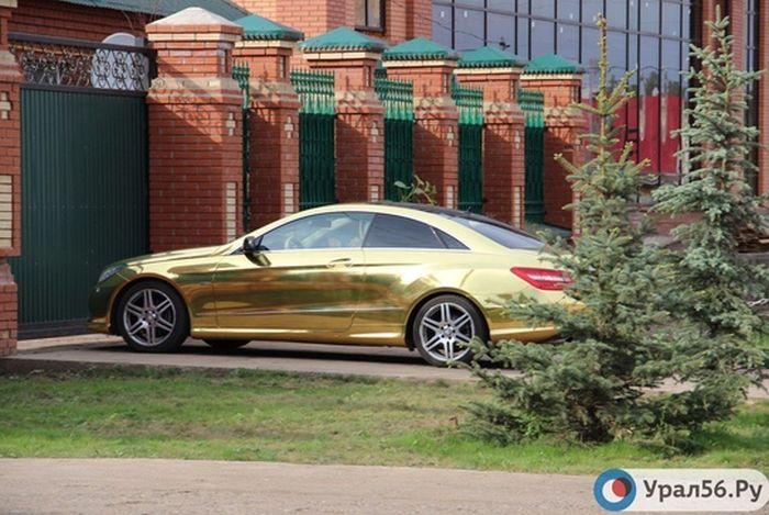Пьяный священник на Mercedes-Benz спровоцировал погоню, пытаясь уйти от ответственности (3 фото + видео)