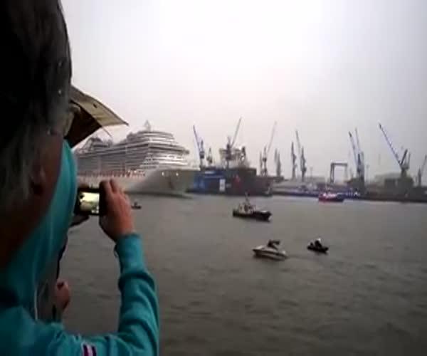 Необычный звуковой сигнал круизного лайнера