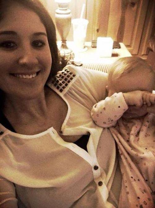 Новорожденный малыш вывел маму из комы (5 фото)