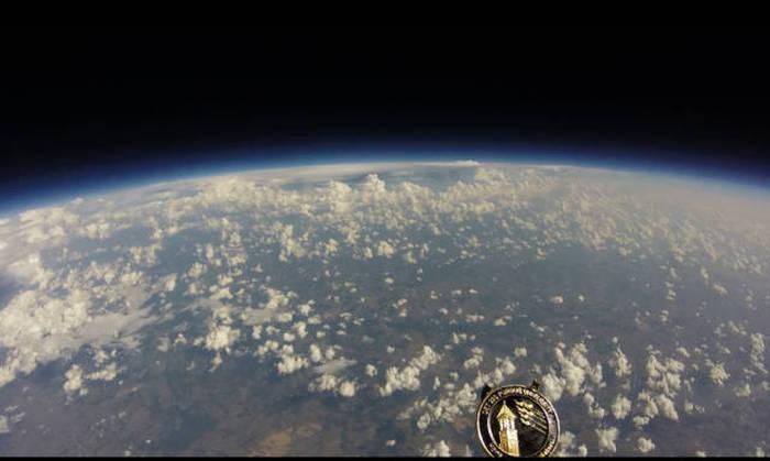 Запустили камеру на большом воздушном шаре (10 фото)