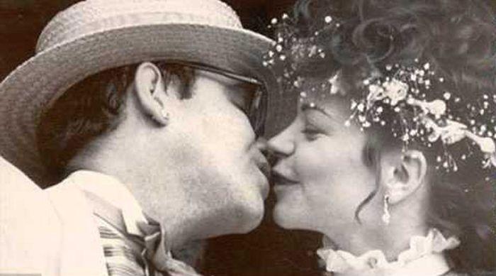 Геи с мировым именем, которые были женаты на женщинах (12 фото)