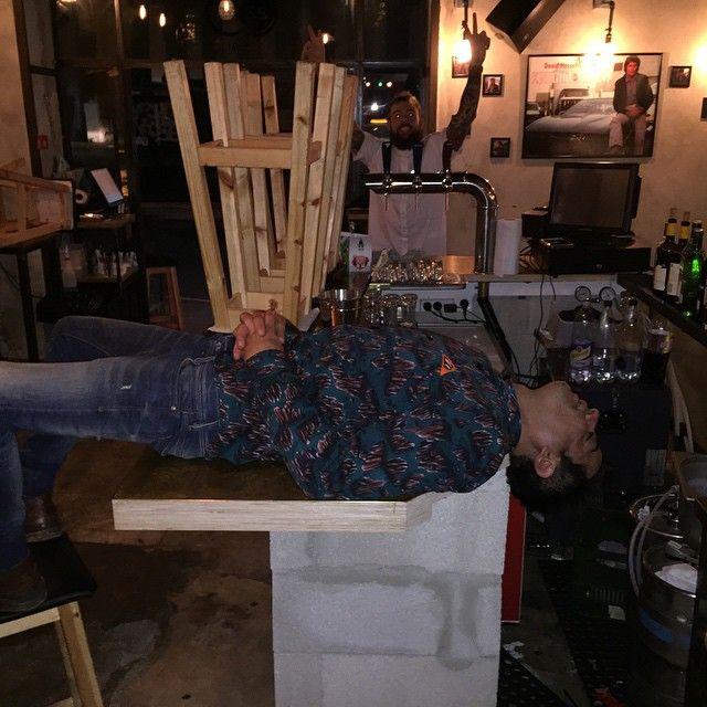 Нетрезвый босс спит на работе (17 фото)