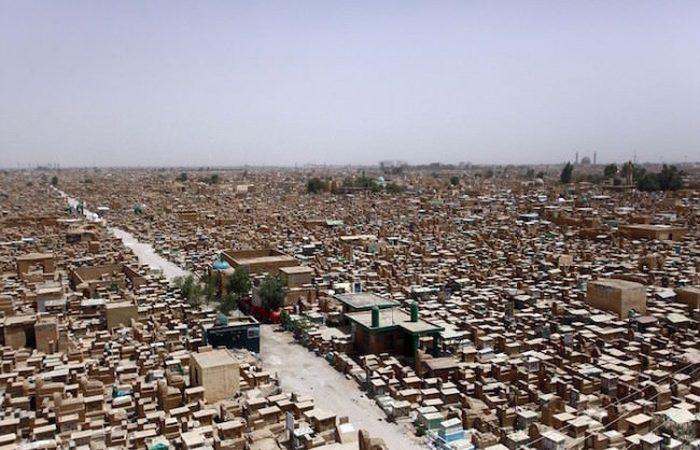 Иракское кладбище Вади ас-Салам – самое большое кладбище в мире (4 фото)