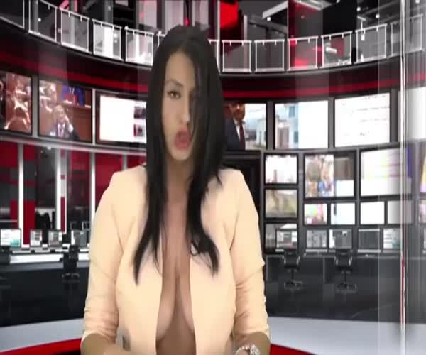 Телеведущая албанского телевидения
