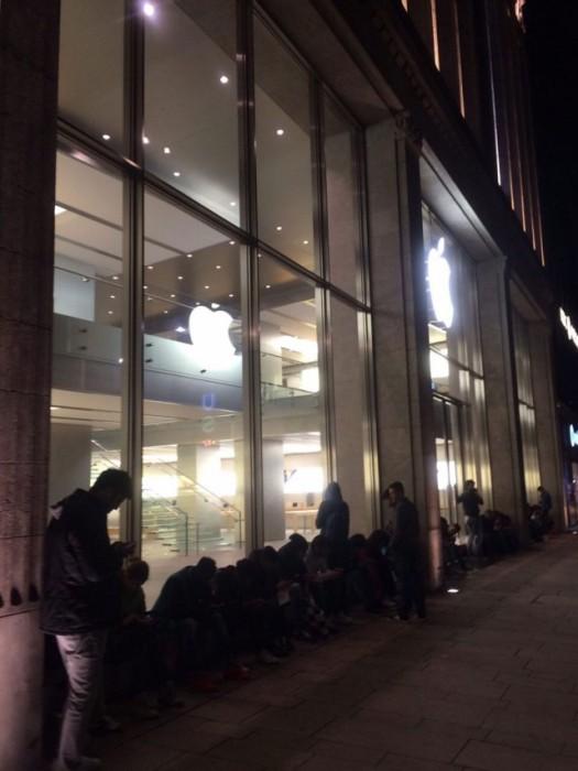 Очереди за новым iPhone 6s (16 pics)