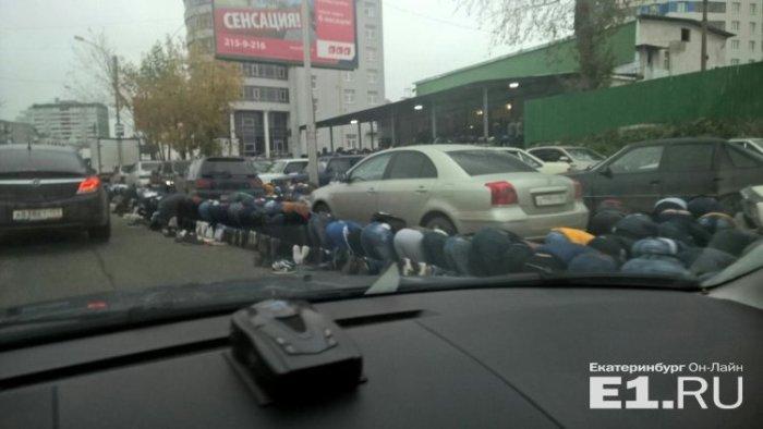 Екатеринбург стал в пробках из-за празднования Курбан-байрама (4 фото)