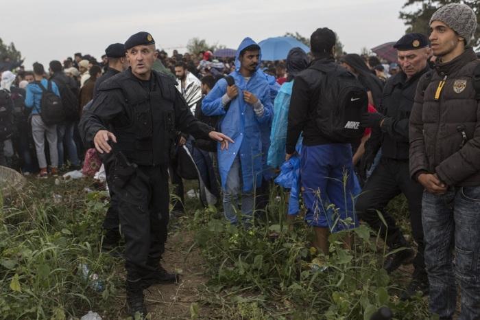 Временное пристанище для беженцев в Сербии (32 фото)