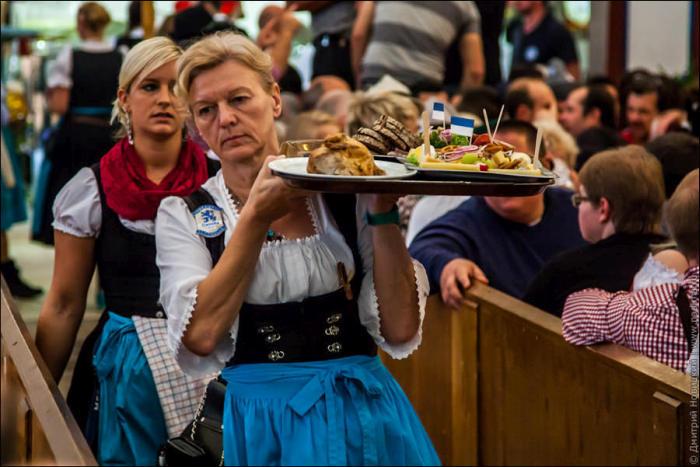 Вся правда об официантках Октоберфеста (20 фото)