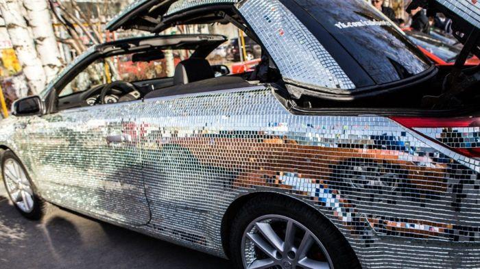 Житель ХМАО инкрустировал свой автомобиль десятками тысяч зеркал (15 фото)