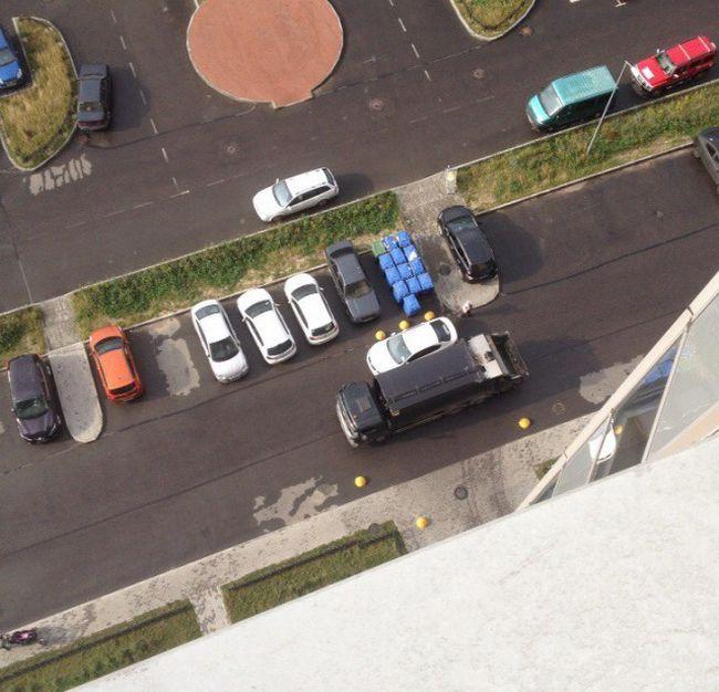 Наказание от мусорщиков (4 фото)