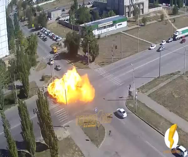 Жуткая авария с возгоранием газовых баллонов