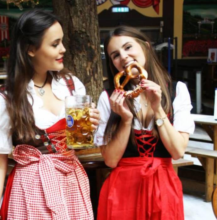 Девушки фестиваля Октоберфест (41 фото)