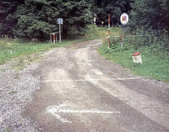 Заброшенные пограничные пункты ЕС в фотопроекте «После Шенгена» (16 фото)