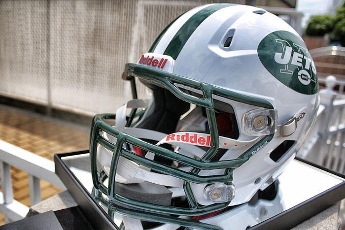 Шлем профессиональных игроков в американский футбол (3 фото)