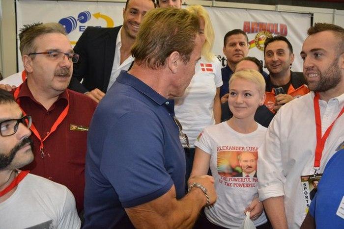 Арнольд Шварценеггер познакомился с белорусской спортсменкой, блеснувшей на турнире «Арнольд Классик Европа 2015» (10 фото)