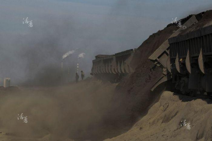 Суровый быт китайских шахтеров (18 фото)