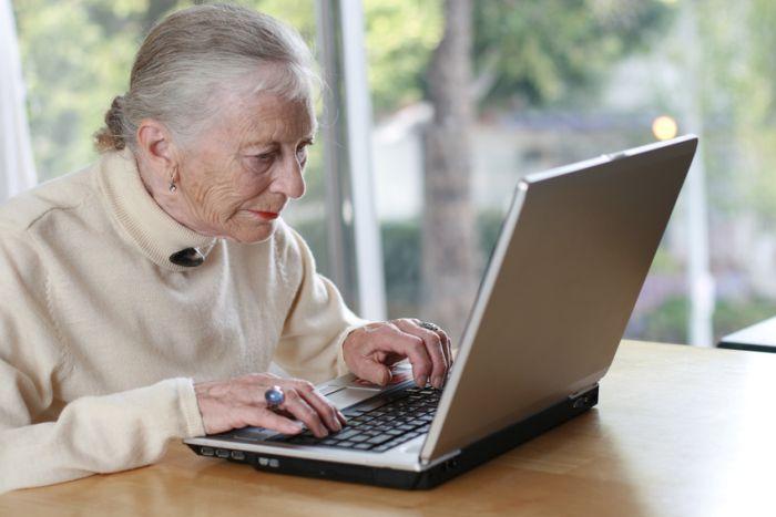 Бабушка выписала адреса своих любимых сайтов (фото)