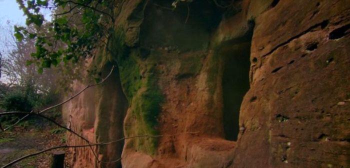 Бывший бизнесмен обустроил роскошный дом прямо в скале (14 фото)