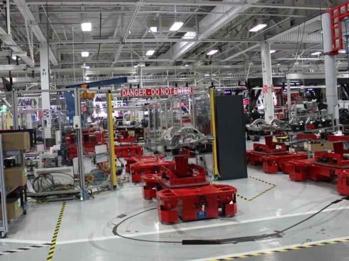 Экскурсия по заводу Tesla Motors (44 фото)