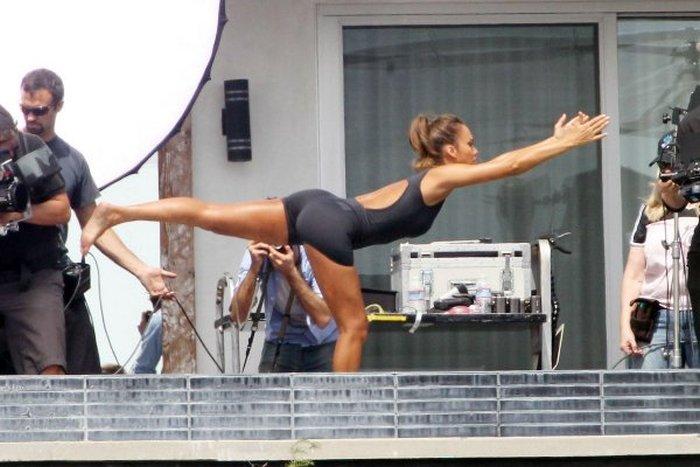 Джессика Альба остается в отличной форме (8 фото)