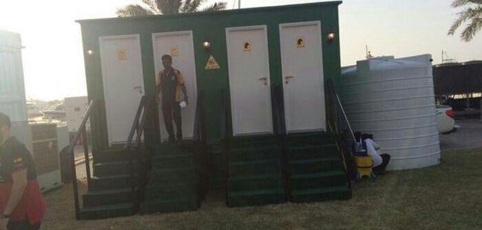 Обычный общественный туалет в Дубае (2 фото)
