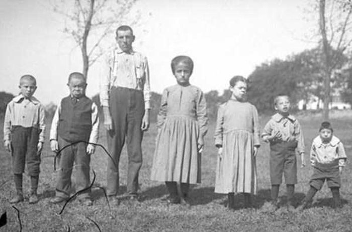 Подборка жутких черно-белых фотографий (27 фото)