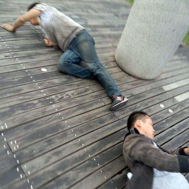 Унизительное наказание работников в Китае (5 фото)