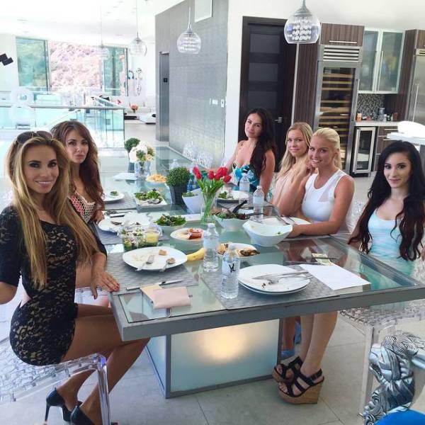 Красивая жизнь семейства Йотта на фото в Instagram (64 фото)