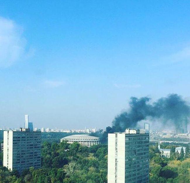 В Москве произошел пожар на стадионе «Лужники» (4 фото)