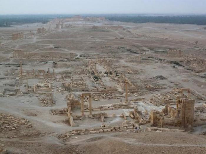 В Пальмире боевики ИГИЛ уничтожили Триумфальную арку (2 фото)