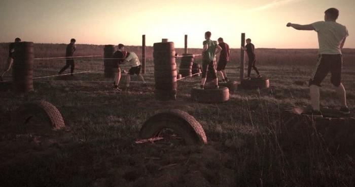 Самодельная спортивная площадка в деревне (15 фото)